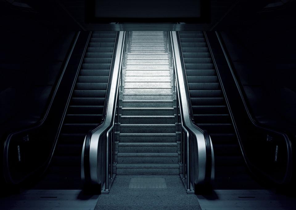 A czy Ty stoisz w kolejce do schodów ruchomych?!