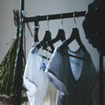 Porządki w szafie - jak pozbyć się ubrań bez wielkiej selekcji?
